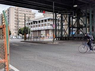 大阪新今宮駅前・南海電車の高架下と西成の街並みの写真・画像素材[2887744]