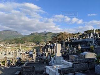 長崎の坂にある墓地の写真・画像素材[2888492]