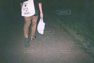 夜のお散歩の写真・画像素材[2892019]