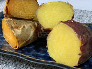甘くておいしい焼き芋の写真・画像素材[3929354]