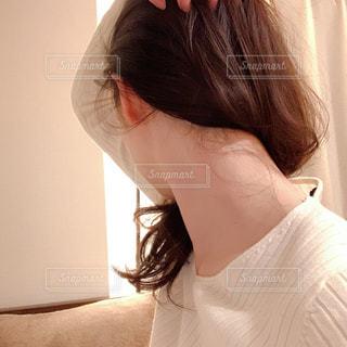 女性の後ろ姿の写真・画像素材[2976117]