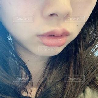 ぷっくり唇の女性の写真・画像素材[4302653]