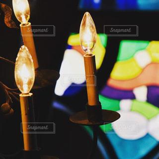 ステンドグラスのある部屋の写真・画像素材[2894436]