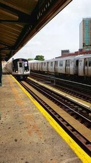 駅に引っ張り込む列車の写真・画像素材[4332496]