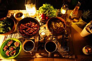 キャンプでディナーの写真・画像素材[2896566]