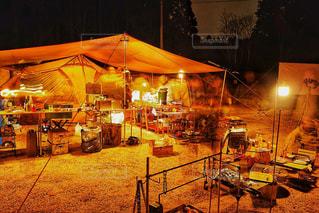 夜のキャンプ風景の写真・画像素材[2900317]