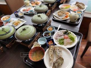食べ物でいっぱいのテーブルの写真・画像素材[2922931]