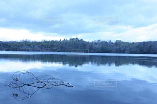 湖面の静けさの写真・画像素材[3083139]