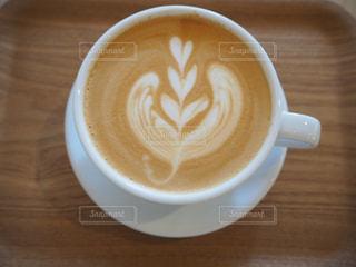 テーブルの上でコーヒーを一杯の写真・画像素材[2912145]