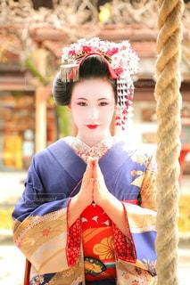 御参りする舞妓さんの写真・画像素材[2909618]