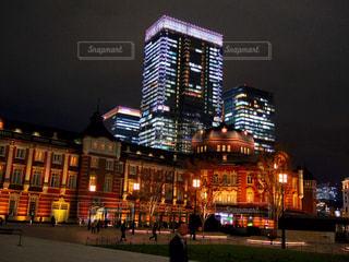 夜の東京駅の写真・画像素材[2912963]