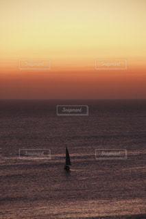 ヨットと夕日の写真・画像素材[2918309]