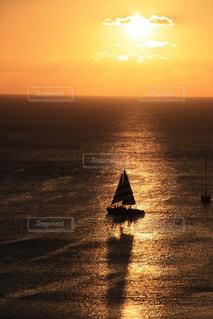 夕暮れのヨットの写真・画像素材[2918328]