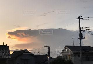 不思議な動物のような雲の写真・画像素材[2972289]