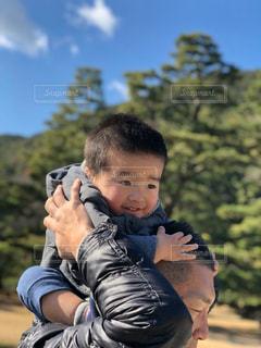 父ちゃんの思い出の場所で、子供と肩車の写真・画像素材[2918688]