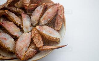 皿盛りされた生毛蟹の写真・画像素材[3738146]