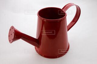赤いじょうろのオブジェの写真・画像素材[3832508]