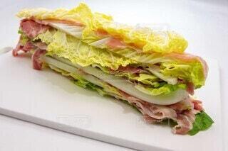 鍋の下ごしらえ 豚肉と白菜の写真・画像素材[3869156]
