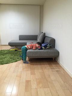 立ってうたた寝の写真・画像素材[897196]