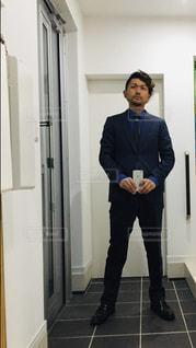 自撮り スーツスタイルの写真・画像素材[2921367]