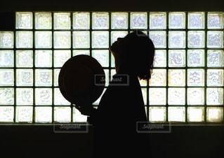女性のシルエットの写真・画像素材[3217968]