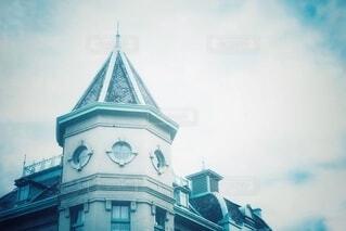 とんがり屋根と曇り空の写真・画像素材[3726107]