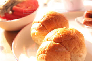 美味しいロールパンをどうぞ!の写真・画像素材[2926715]