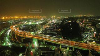 夜の街の景色の写真・画像素材[1011565]