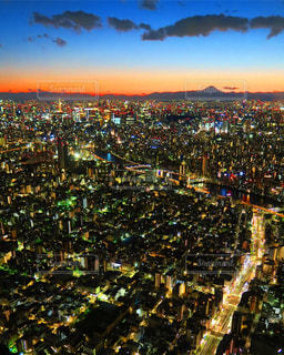 夜の街の景色の写真・画像素材[1011574]