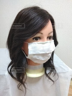 女性のマスク姿の写真・画像素材[3671051]