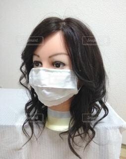 マスクをする女性、黒髪の写真・画像素材[3671049]