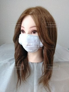 かわいいお姉さんのマスク、ななめの写真・画像素材[3690589]