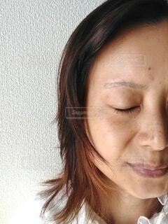 女性の半顔の写真・画像素材[3772937]