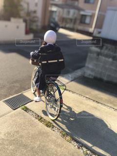 自転車通学する娘の写真・画像素材[2928891]