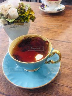 木製のテーブルの上の紅茶の写真・画像素材[2944875]