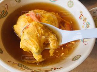 皿の上の食べ物のボウルの写真・画像素材[2969686]
