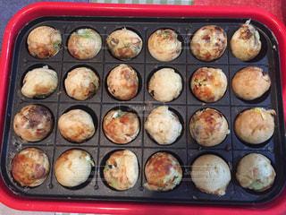 グリルで調理する食品のプラスチック容器の写真・画像素材[2974617]