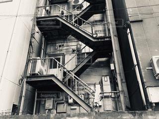 裏の階段の写真・画像素材[2982570]
