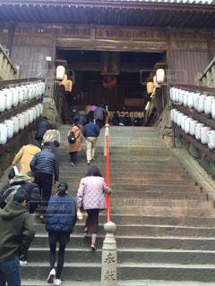 階段を上る人々のグループの写真・画像素材[3019405]