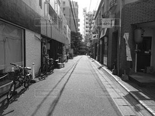 道路の狭い街の通りの写真・画像素材[2932161]