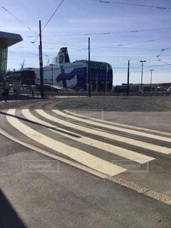 道路の脇にある船着場の写真・画像素材[2939488]