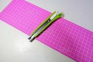 カッターナイフとマットの写真・画像素材[3048600]