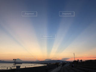五光の夕空の写真・画像素材[2962460]