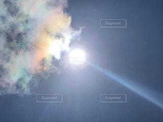 太陽食べちゃうよ彩雲の写真・画像素材[2962995]
