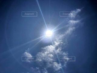 光輪と光線の空の写真・画像素材[2963527]
