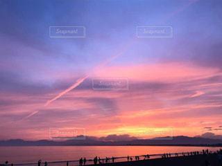 癒しの夕焼けに染まる海の写真・画像素材[2963531]