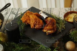 チキンのテーブルフォトの写真・画像素材[3015000]