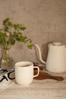 テーブルの上のコーヒーの写真・画像素材[3129274]