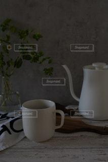 テーブルの上のコーヒーの写真・画像素材[3129275]