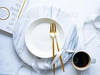 お皿とコーヒーの写真・画像素材[4256362]